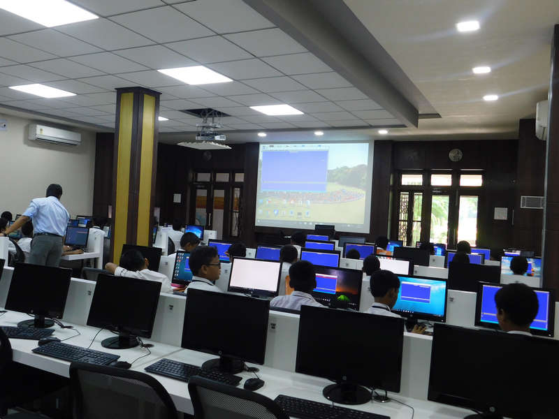 Fr. Siluvai Francis E-lab for students